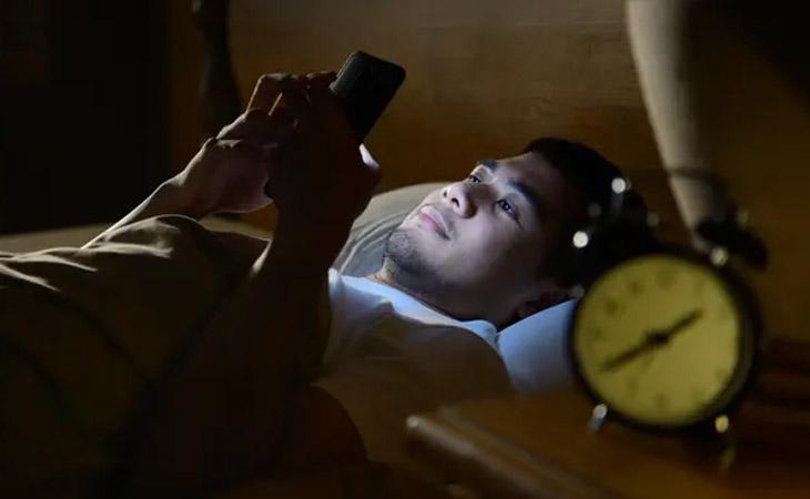 smartphone-addiction-photo-techpana